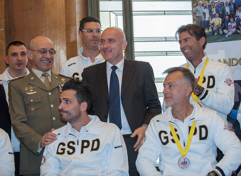 Gioacchino Alfano saluta atleti GSPD rientrati da Orlando